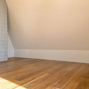 家具は低めのものを選び、お部屋の形を活かしたいですよね。