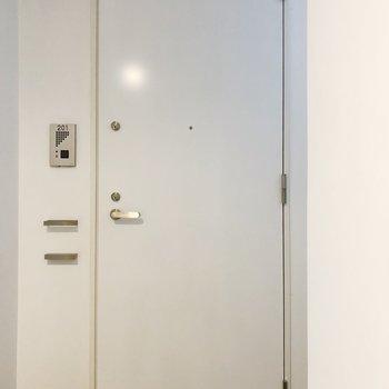 ホテルのような清潔感溢れる扉が素敵◯