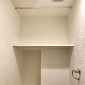 上部の棚はなかなかの充実っぷり。(※写真は7階の同間取り別部屋のものです)
