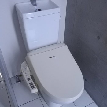 トイレはウォシュレットつきです。嬉しい。
