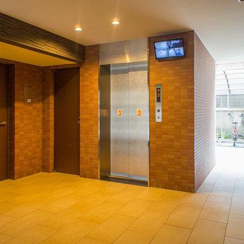 エレベーター部分の奥には駐輪スペースがあります。