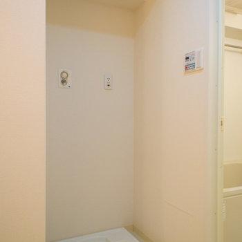 洗濯機置場はお風呂のお隣(※写真は5階の同間取り別部屋のものです)