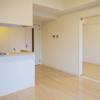 憧れのカウンターキッチン(※写真は5階の同間取り別部屋のものです)