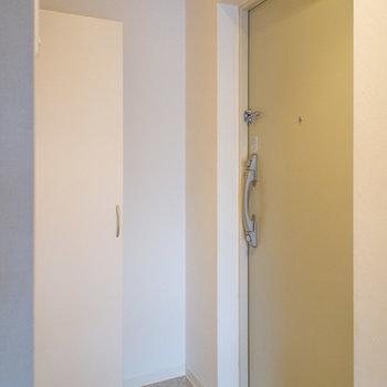 鍵は2箇所で安心。(※写真は5階の同間取り別部屋のものです)