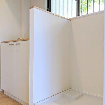 洗濯機置き場は室内にあります