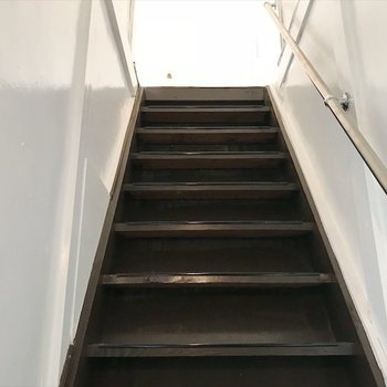 階段を上がって二階へ。