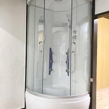 かなり目立つシャワールーム!