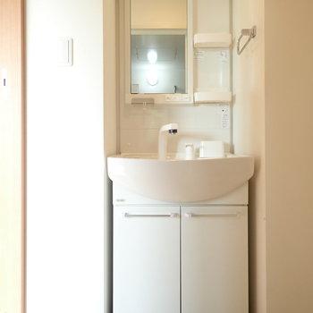 洗面台はややスリム。