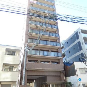 11階建ての建物。