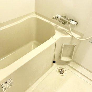 シンプルタイプのお風呂※写真は同間取り別部屋のもの