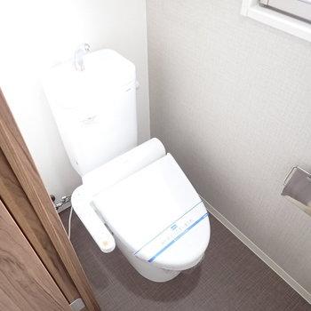 トイレにも窓がありますよ。