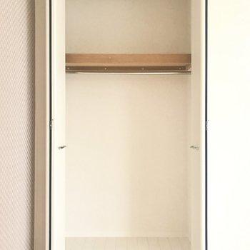 クローゼットはお洋服なら全部収納できちゃいます。※写真は4階類似間取り・別部屋のものです