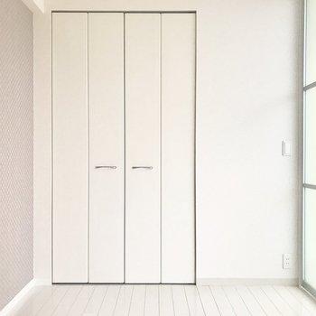 【洋室5帖】LDKとはスライドドアで仕切ることができます。※写真は4階類似間取り・別部屋のものです