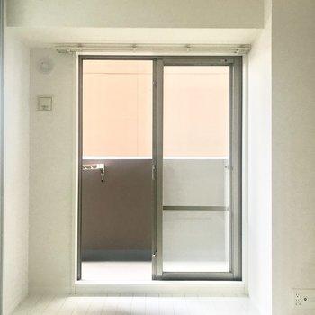 【洋室5帖】こちらは寝室にぴったりです。※写真は4階類似間取り・別部屋のものです