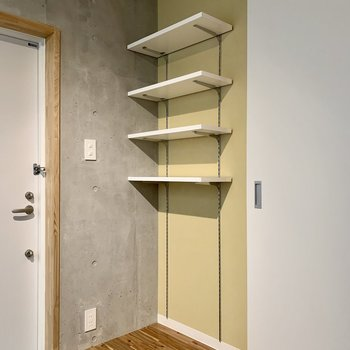 お店みたいに靴を並べて。棚の高さは変えられますよ。