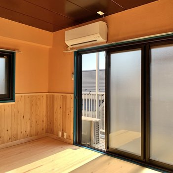 【洋室7帖】2面採光、エアコンも完備です。