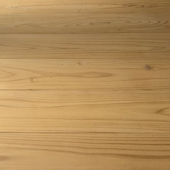 床はなんと無垢材。