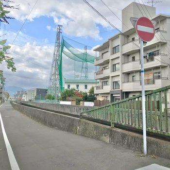 まわりは穏やかな七隈川沿い。