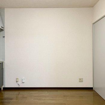 【DK】テーブルなど置けそう。※写真は1階の同間取り別部屋のものです