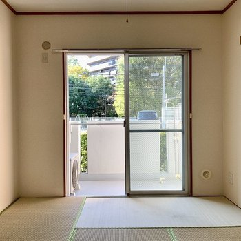 【和室】和室からも緑が見えますね〜※写真は1階の同間取り別部屋のものです