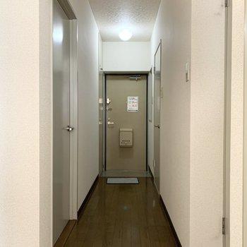 廊下に行きましょう。※写真は1階の同間取り別部屋のものです