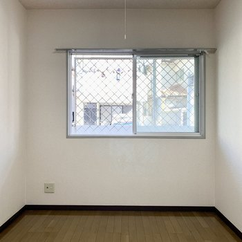 【洋室5.5帖】もう一つ洋室があります。※写真は1階の同間取り別部屋のものです