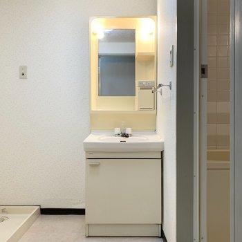脱衣所もゆったりとしたスペース。※写真は1階の同間取り別部屋のものです