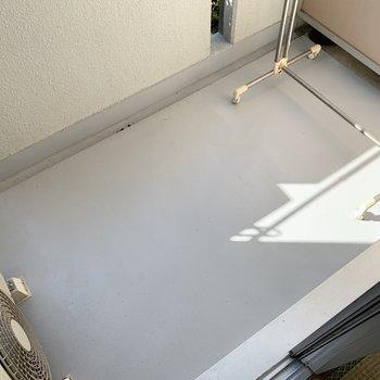 お布団なども干せる広さが。※写真は1階の同間取り別部屋のものです