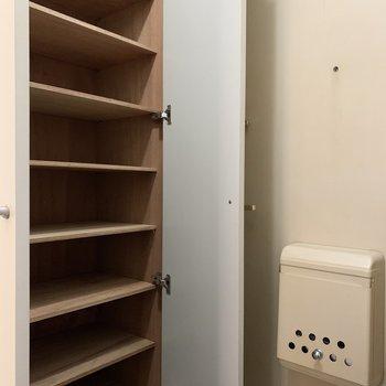 シューズボックスもたくさん入りますね。※写真は1階の同間取り別部屋のものです