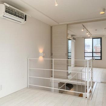 【上階】奥の部屋と繋げて使うこともできます。