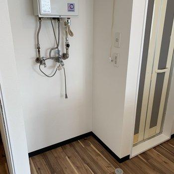 洗濯機置場はキッチンスペース