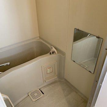 お風呂場には浴槽も