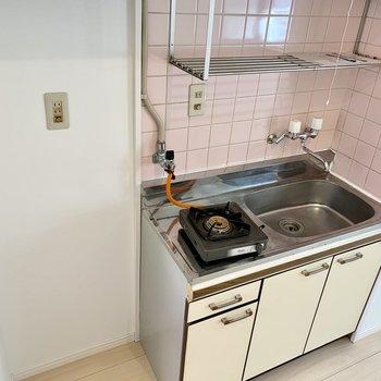 キッチン横に冷蔵庫を置けますよ。