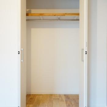 【イメージ】折れ戸式の収納に!※片側のみの扉になります。