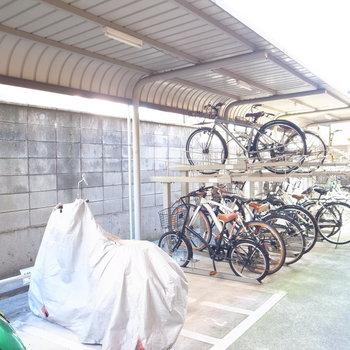 【共用部】駐輪場とバイク置場は建物裏手です。