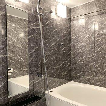 高級感溢れるバスルーム、浴室乾燥も付いてます