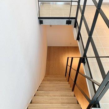 階段を上がって、設備面へ。