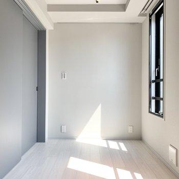 【Bed Room】約4.6帖でこぢんまりとしています。※写真は3階の同間取り別部屋のものです
