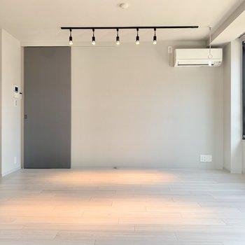 【LDK】つづいて、リビングへ。※写真は3階の同間取り別部屋のものです