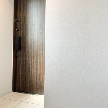 玄関は段差がありません。※写真は3階の同間取り別部屋のものです