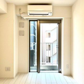 純白の静謐な空間。※写真は4階の同間取り別部屋のものです