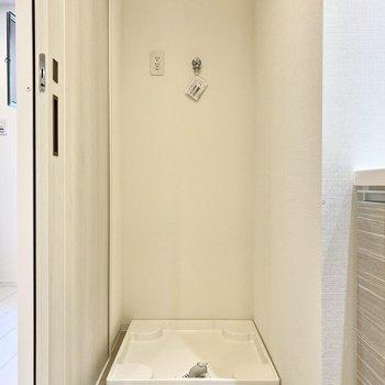 洗濯機置き場が脱衣所にあるとお着替えも楽々です。※写真は4階の同間取り別部屋のものです