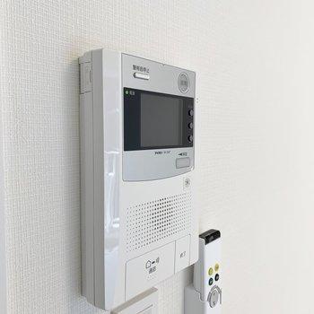 モニター付きインターホンがあります。※写真は4階の同間取り別部屋のものです