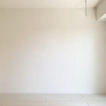 モノトーンカラーのインテリアが映えそう。※写真は4階の同間取り別部屋のものです