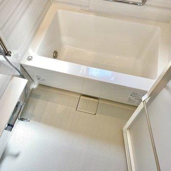 浴槽は深めで、しっかりリフレッシュできそうです。