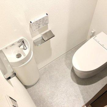 トイレですぐ手が洗えますよ。