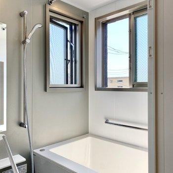 2面採光お風呂!開放的でうっとりしちゃいます。