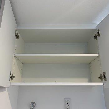 洗濯機置き場の上には柔軟剤などを置きましょう。