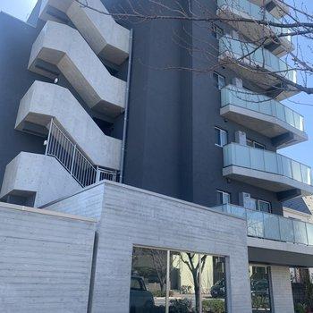 6階建て、お部屋は4階です。