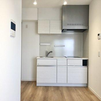 キッチンは居室入り口すぐ側に。